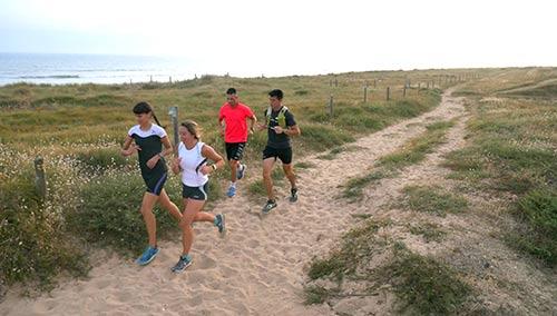 Vier mensen lopen hard in de Vendée.